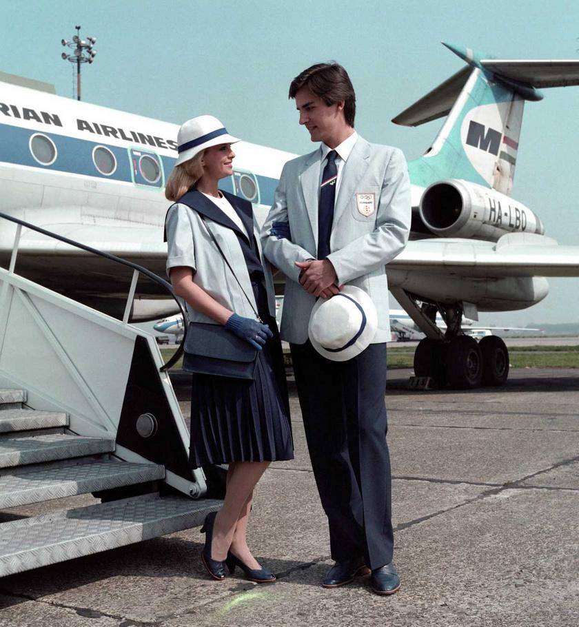 Kertész Éva és Gajdos Tamás manökenek 1984 áprilisában a férfi és női olimpiai felvonulási formaruhák bemutatóján a Ferihegyi repülőtéren.