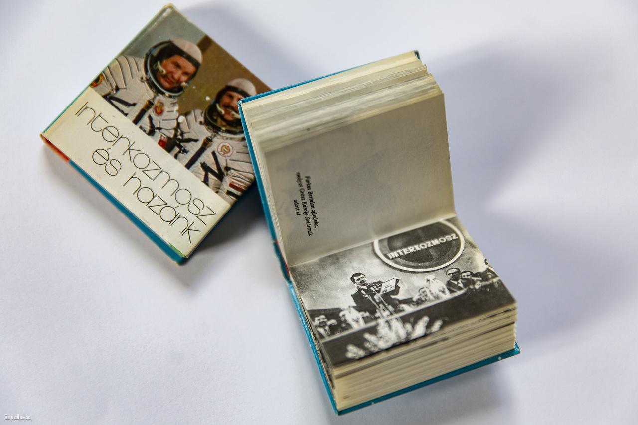 A korszak jellegzetes nyomdaipari termékei voltak a miniatűr könyvek, amiket sokan gyűjtöttek is. Az Interkozmosz és hazánk, valamint a Látogatás Borsodban című kötetecskék is Farkas Bertalan űrrepülése tiszteletére láttak napvilágot. Ez utóbbi az űrrepülést követő országjárás egyik kordokumentuma is egyben.