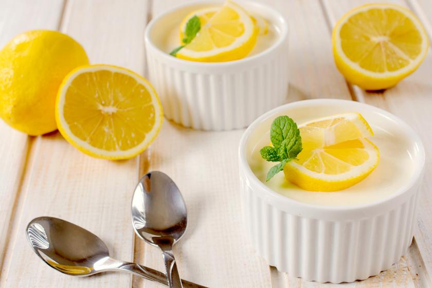 Tejszínes, citromos panna cotta remegősen: mennyei édesség egyszerűen