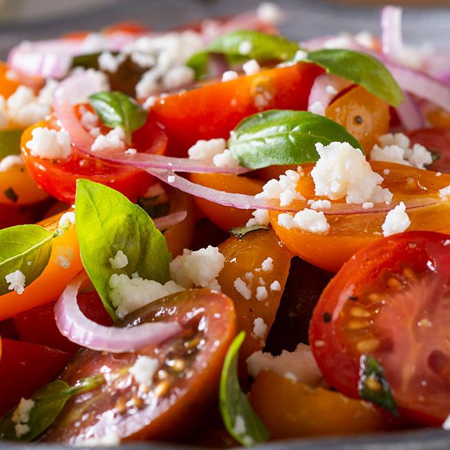Színes koktélparadicsomból készül a legfinomabb saláta – Grillhúsok mellé kötelező