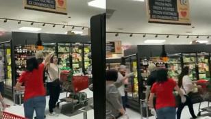 Maszk nélkül ment be a boltba, a többi vásárló leordította a fejét