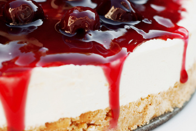 Cseresznyés sajttorta rengeteg gyümölccsel – Csak úgy roskadoznak a szemek a tortán