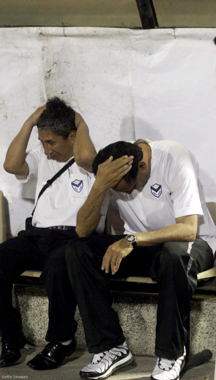 Marcos Ferrufino (balra) és segítője 2010-ben a San Jose kispadján foghatta a fejét