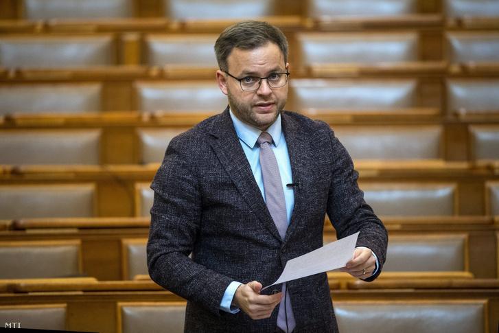 Orbán Balázs a Miniszterelnökség parlamenti és stratégiai államtitkára az Országgyûlés plenáris ülésén 2020. május 19-én.