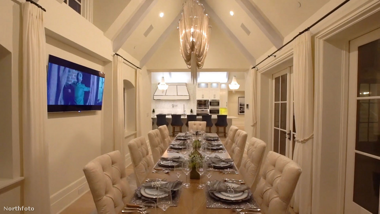 Este így fest, a szerencsés oldalon ülők pedig akár filmezhetnek is vacsora közben.