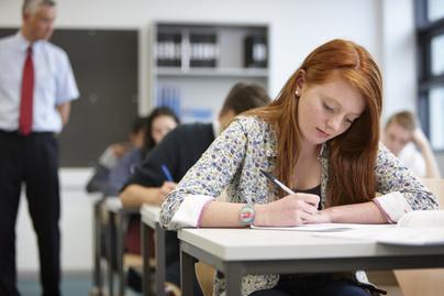 érettségi dolgozat írás diák osztály tanulás
