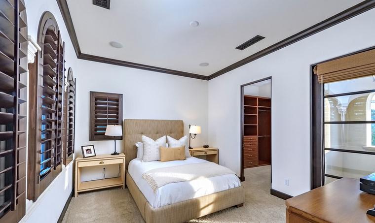 Ha pedig már a henyélésnél tartunk, ebben a hotelszobát idéző hálóban bizonyosan sokan ébrednének szívesen.