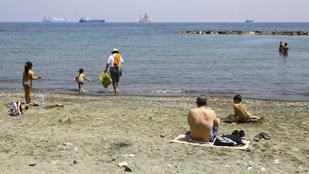 Ciprus vállalja, ha egy turista náluk kapja el a vírust, állják a kezelés és a vakáció költségeit