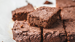 Vegán csicseriborsó-brownie: glutén-, tej-, tojásmentes recept