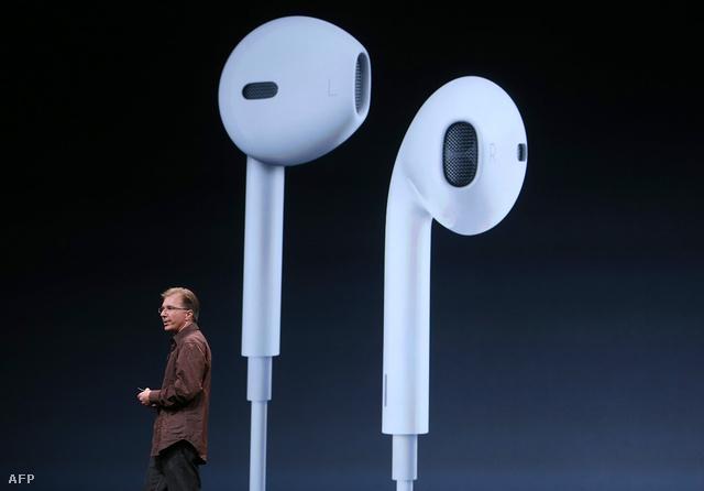 Greg Joswiak beszél az új Apple fülhallgatókról az iphone 5 bejelentését követően.