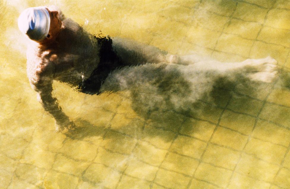 Dagály fürdő,                         Budapest, 1990.                         Hervé előszeretettel fényképezte a fürdőzőket.                         Budapest fürdőkultúrája számára egzotikus volt.                         Tobbszáz fényképet készített, és sok-sok orát                         forgatott a Dagály- és a Lukács fürdőkben.