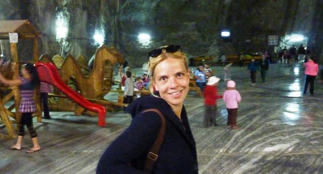 Zsófi Parajdon, a sóbánya mélyén. Turistabuszok visznek le, 120 méter mélységbe