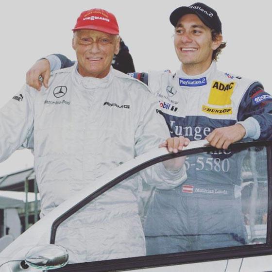 Autóversenyzőként édesapja emléke előtt tiszteleg, akit mindig a hőseként említ.