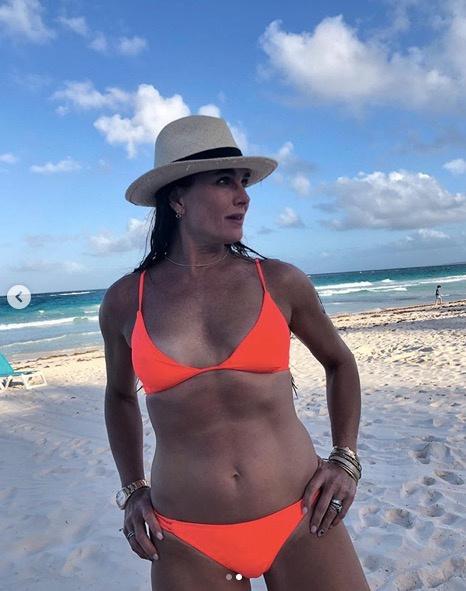 Brooke Shields büszkén mutatja meg magát bikiniben közösségi oldalán.
