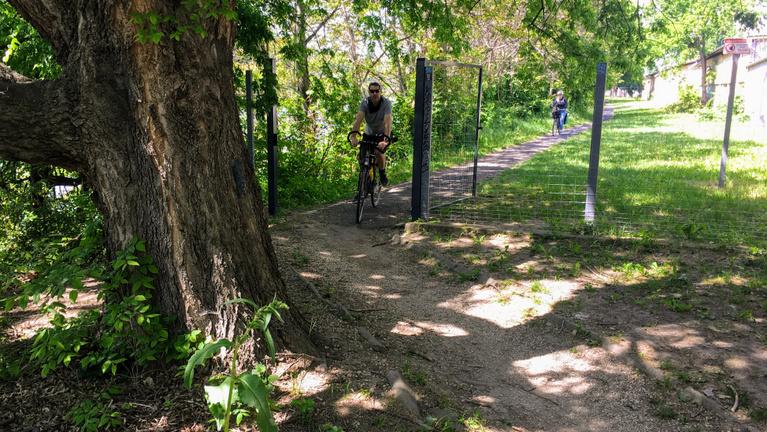 Ferencvárosban kerítésbe ütközik az egész Európát átszelő bicikliút