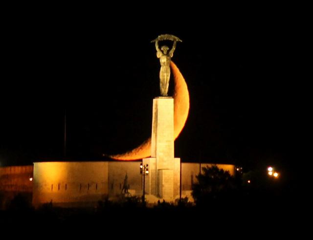 A holdnyugta és a Szabadság-szobor