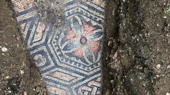Csodás ókori mozaikpadlót tártak fel egy olasz szőlőbirtokon