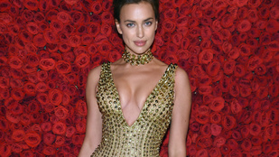 Jócsajszüret: Irina Shayk átlátszó melltartóban, Victoria Beckham alig-shortban látható