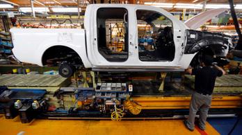 Durván veszteséges a Nissan, bezárja spanyol üzemét