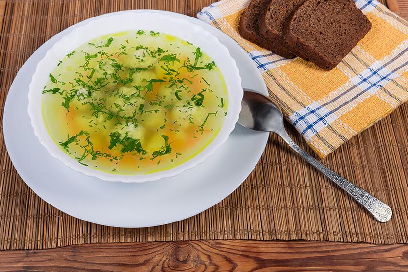 Kiadós, sűrű húsgombócleves sok zöldséggel – Így készítve nem fog szétesni a gombóc