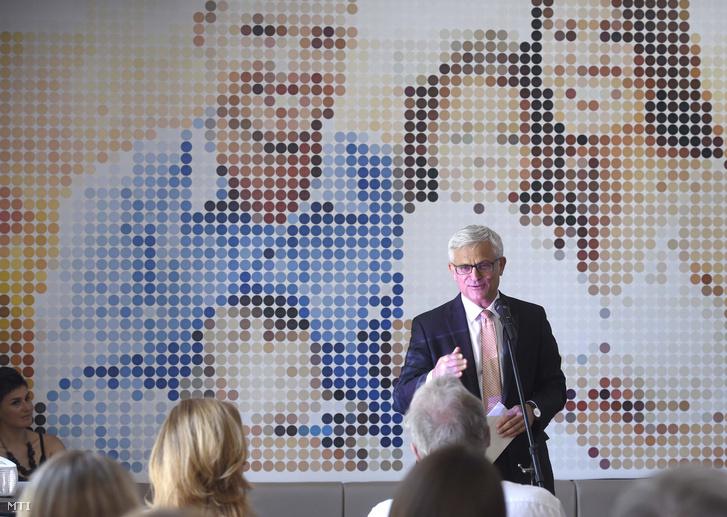 Jelasity Radován, az Erste Bank Hungary elnök-vezérigazgatója beszédet mond a Kék Madár Alapítvány megváltozott munkaképességű embereket foglalkoztató éttermének megnyitóján 2019. június 12-én.