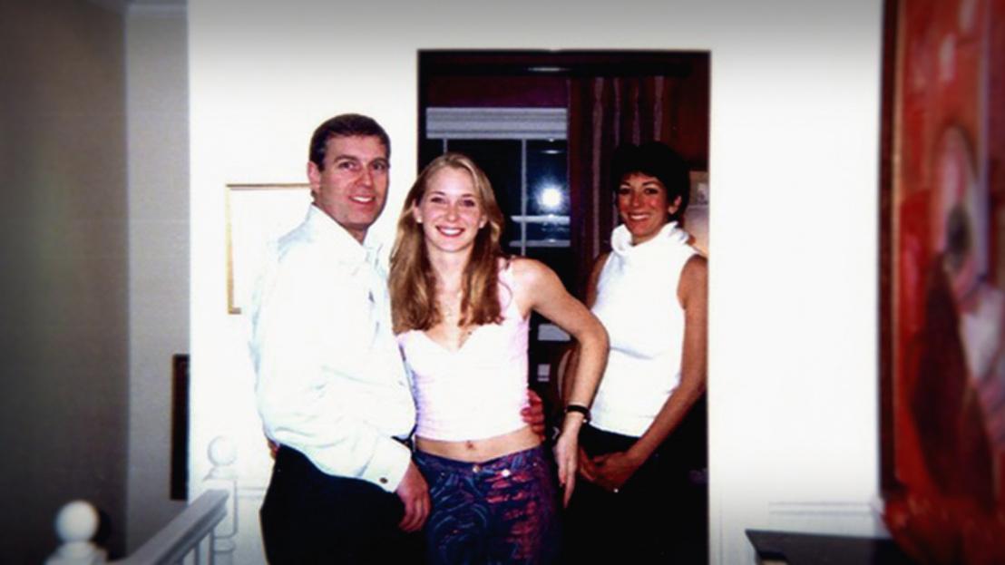 Balról jobbra: András herceg, Virginia Roberts és Ghislaine Maxwell.