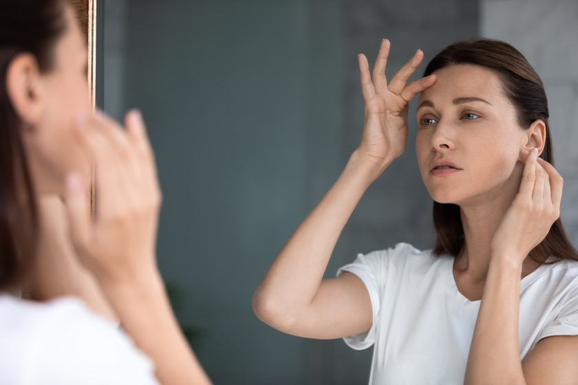 Visszatérő pattanások a hajvonalon? Nem csak a samponod okozhatja őket