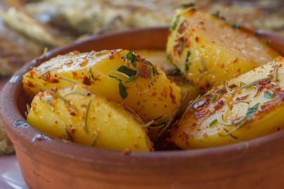 Majonézes szószban sült krumpli – Egészen krémesre sül tőle