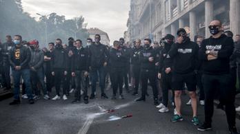 Dzsudzsák Balázs nyugtatgatta a szélsőjobboldali szurkolókat a Deák téri gyilkosság megmozdulásán