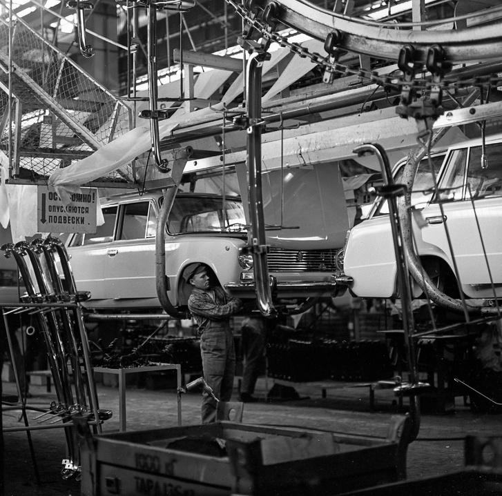 2102-esek a gyártósoron 1973-ban