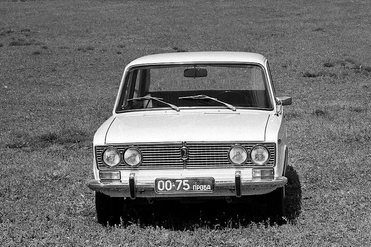 2103-as prototípus, olasz Vitalloni tükörrel (1972)