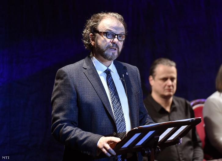 Kiss-B. Atilla, a Budapesti Operettszínház új főigazgatója beszédet mond bemutatkozásán a színház társulati ülésén 2019. február 1-jén.