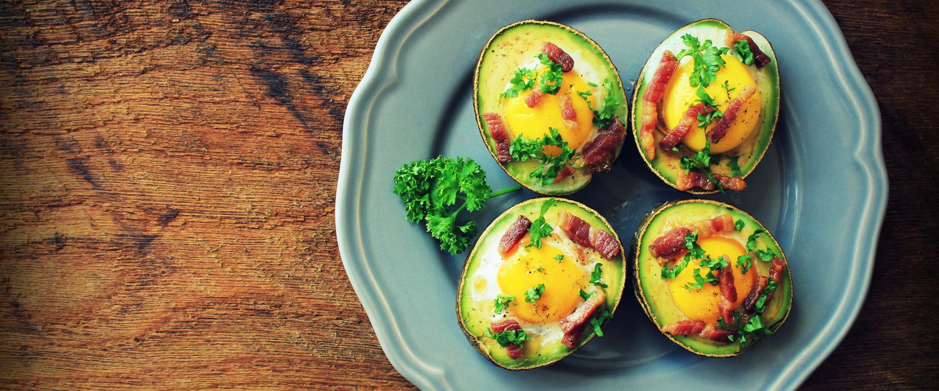 sütőben sült avokádó tojással cover