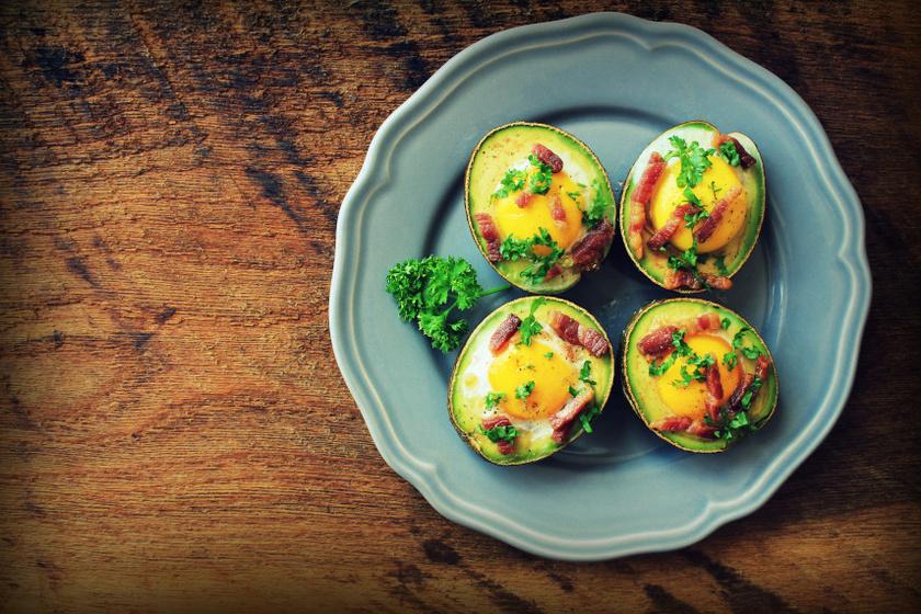 sütőben sült avokádó tojással recept