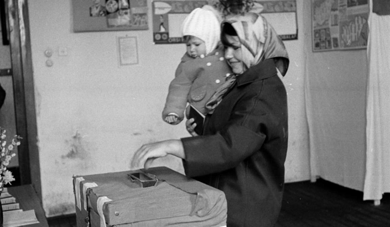 női szavazás nyitó