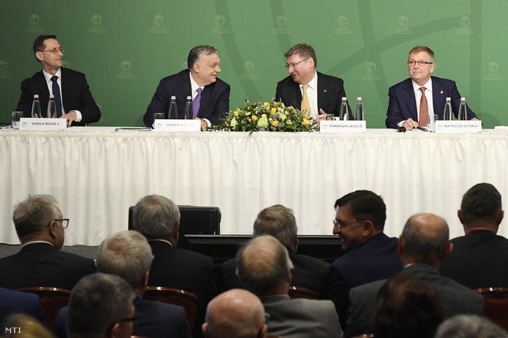 Orbán Viktor miniszterelnök, Varga Mihály , Matolcsy György és Parragh László a Magyar Kereskedelmi és Iparkamara gazdasági évnyitóján az InterContinental Budapest szállóban 2020. március 10-én.