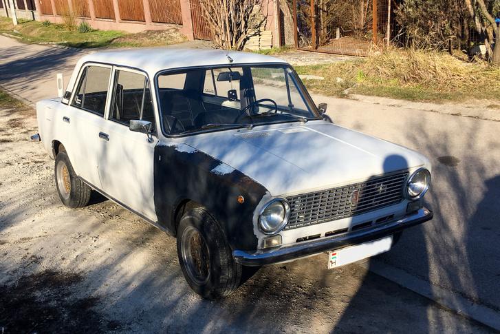 Az első Lada, amit el is mentem megnézni. Kijózanító volt, az én pénzemért csodát ekkoriban már kár volt várni, de legalább nem volt túl messze