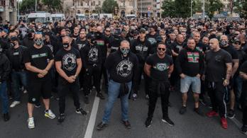 A rendőrség szerint nem vonatkozott a gyülekezési törvény a Deák téri demonstrációra