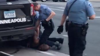 Gyilkosság miatt letartóztatták a rendőrt, aki George Floyd nyakára térdepelt