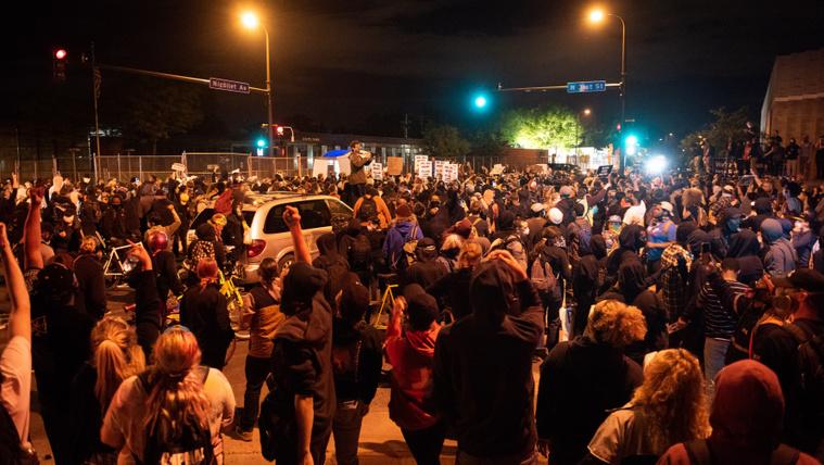 Amerikaszerte mozgósítanak az eldurvuló tüntetések miatt