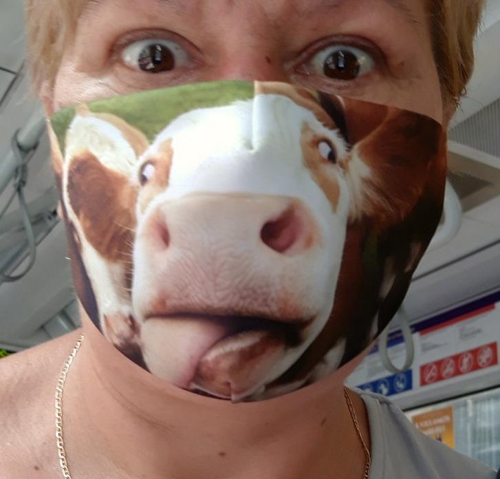 Az első maszkszépségverseny győztese.