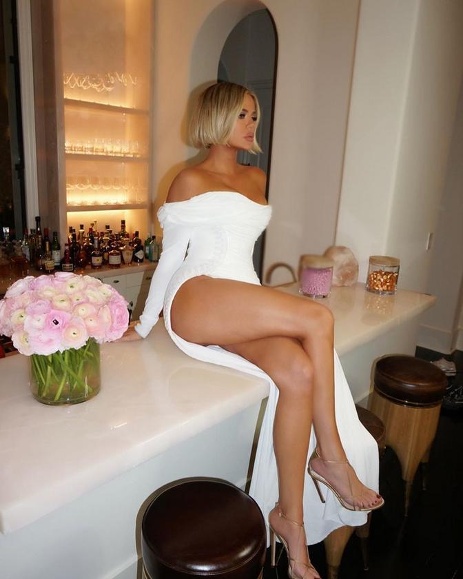 Hát az, aki a bugyit is mellőzte: Khloé Kardashian.