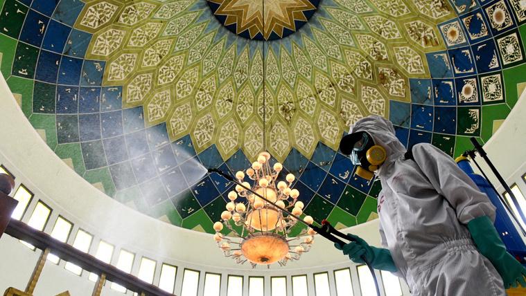 Több tízezer mecset nyitott újra Szaúd-Arábiában, Mekkába még nem lehet menni