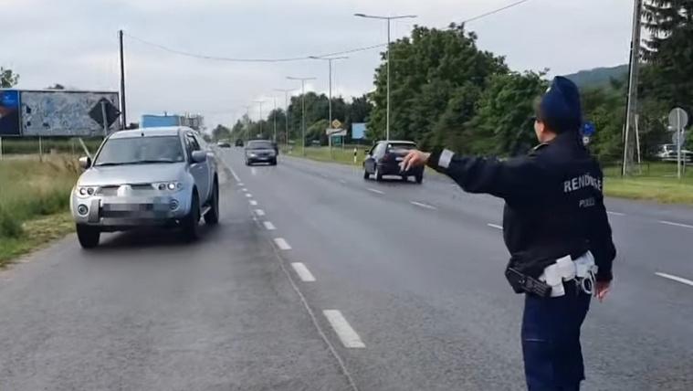 Közúti ellenőrzést tartottak Tolna megyében, több tucatnyian voltak, akik nem használtak biztonsági övet