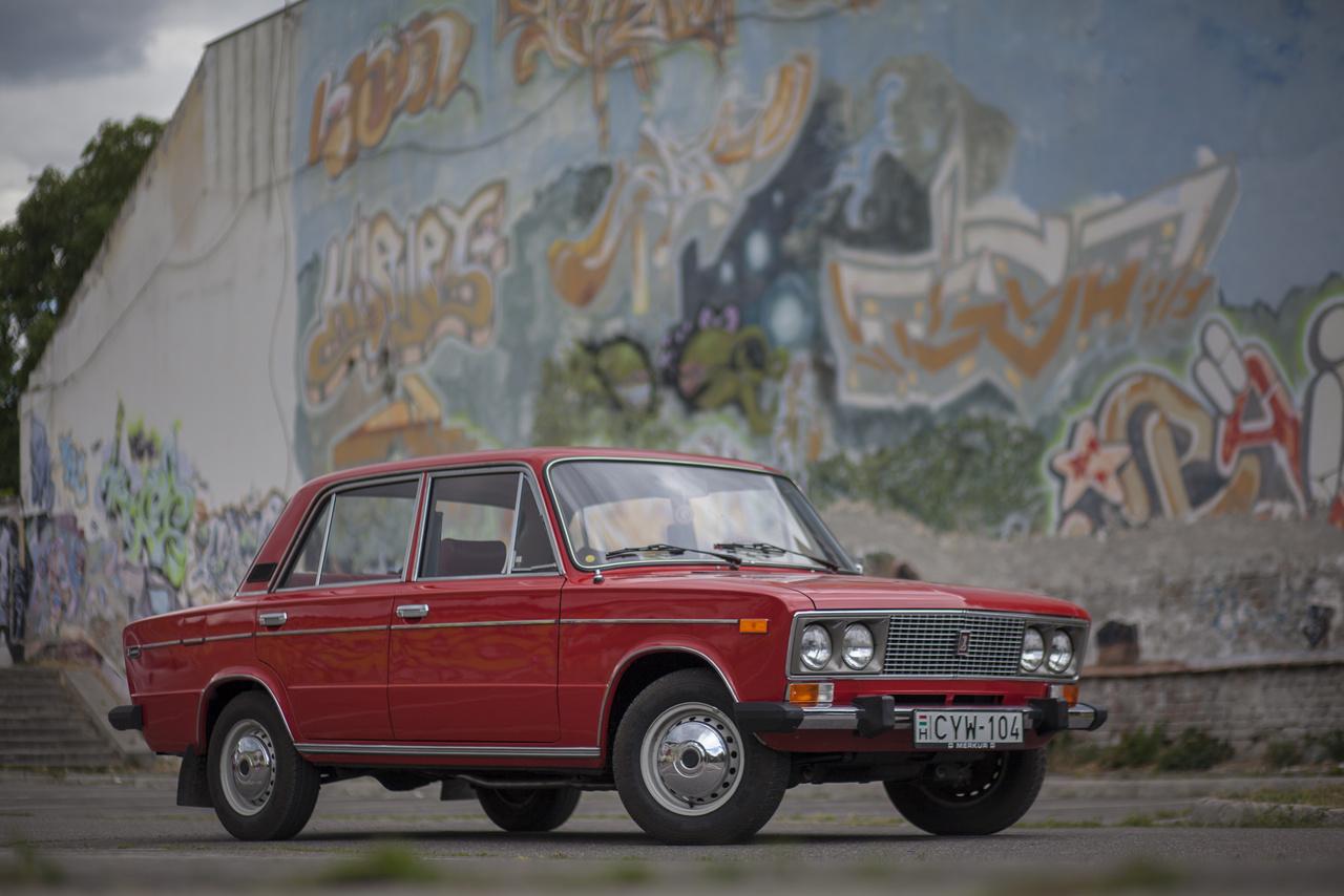 Mivel az összes Fiat-alapú Lada-motor az összes Fiat-alapú Lada váltóra lényegében kicsavarom-becsavarom stílusban rátehető, ezért az ide-odapakolós trükköt a szovjet mérnökök sem szalasztották el. Így alakult, hogy a még bőven gyártásban levő VAZ-2103-as (1500) és VAZ-2106-os (1600) mellett megjelent az előbbi motorjával, s az utóbbi kasznijával készülő VAZ-21060, azaz az 1500s típus is