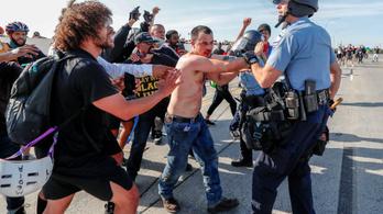 Kamion hajtott a tüntetők közé, kirángatták és összeverték a sofőrt