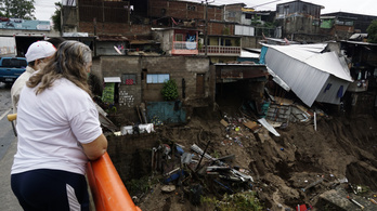 Trópusi vihar pusztított El Salvadorban, rendkívüli állapotot hirdettek