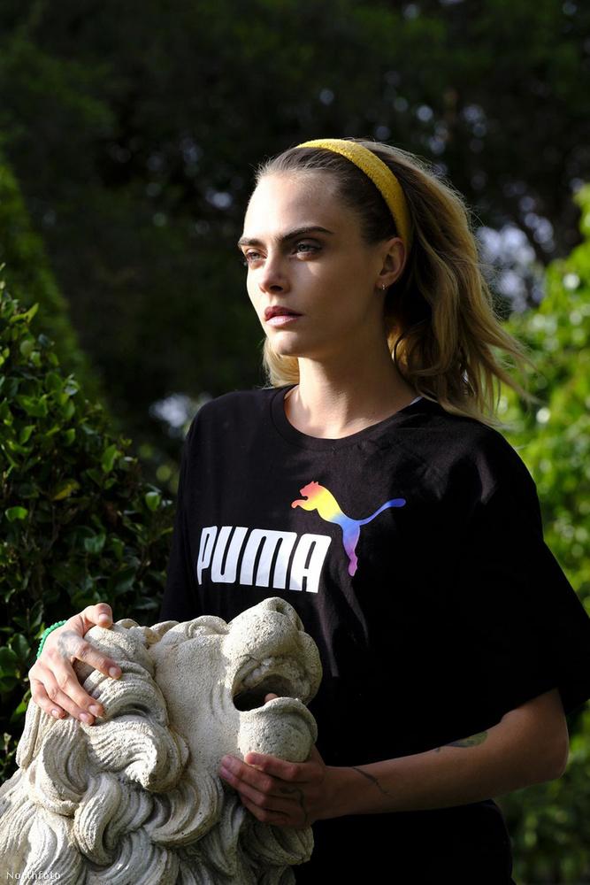 A 27 éves angol modell jött is, és a márkához megfelelő ragadozó híján egy oroszlánfejet kapott a kezébe - bár az állat nem úgy fest, mint aki szívesen szerepel a fotón.