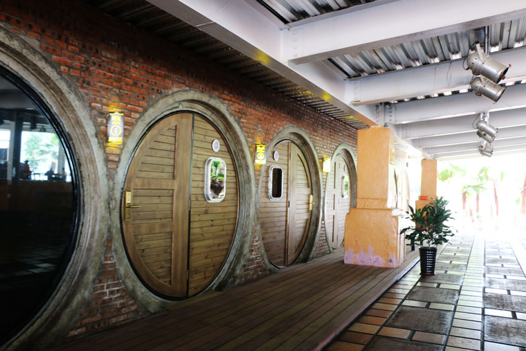A Gyűrűk ura rajongóknak valószínűleg nem szükséges bemutatni a hobbitok jellegzetes lakásait