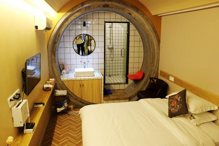 A hely elég szűkös errefelé, de éppen ez adja meg a szobák varázsát, a különleges körkörös kialakításon kívül.